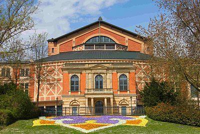 400px-bayreuth_festspielhaus_vorderansicht